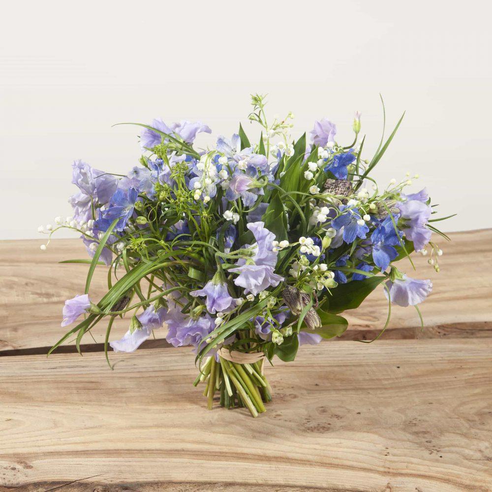 Bouquet de muguets et fleurs de saison