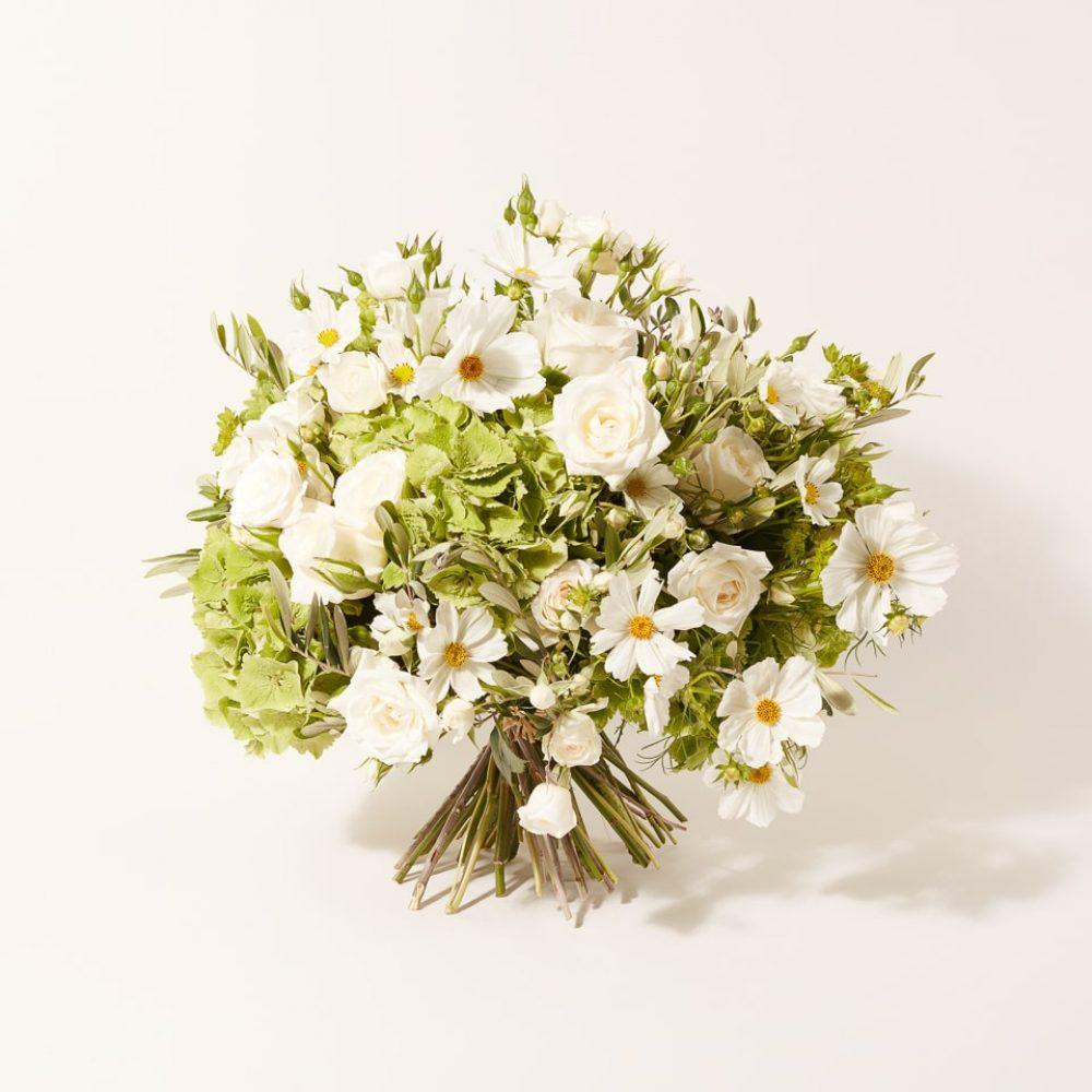Bouquet de fleurs blanches de saisons